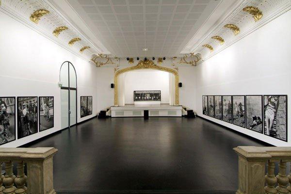 Artistique Ou Théâtre De La Photographie Et De L'Image ?