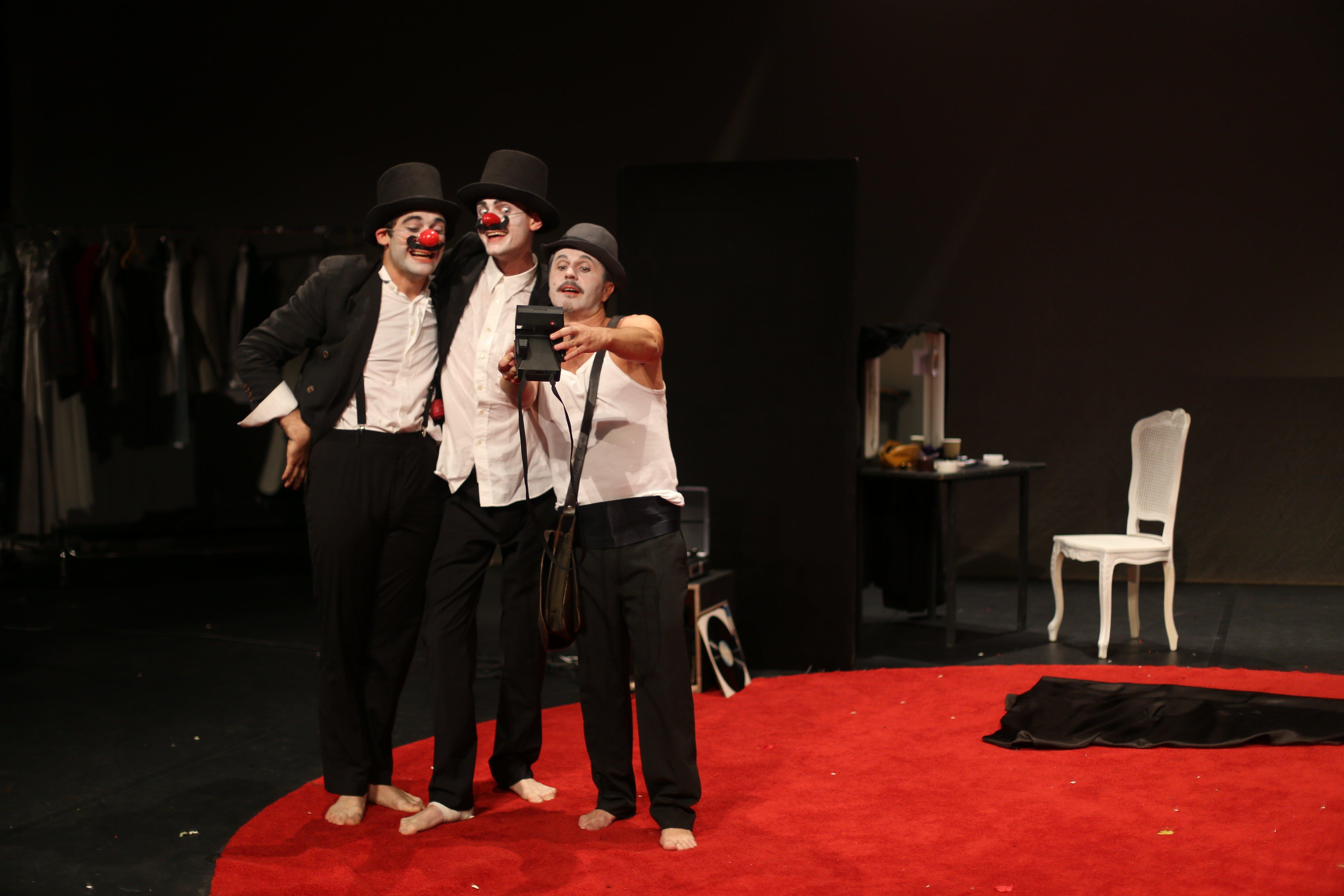«Dom Juan … Et Les Clowns», Ou Quand Rire Crée Du Lien Social.